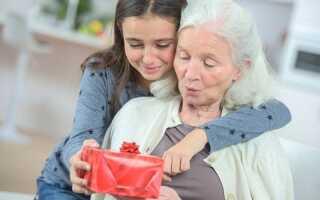 Що подарувати бабусі на Новий 2019 год | ідеї подарунків
